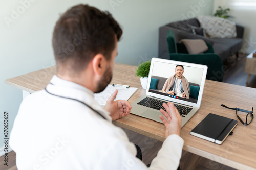 Fotografie, Obraz Doctor talking to patient on a video call