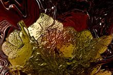 Adorno Floral En Tonos Verdes, Amarillos Y Dorados Sobre Un Fondo Abstracto En Color Marrón Oscuro. Efecto Metalizado.