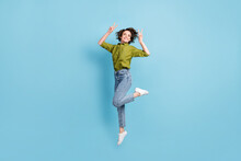 Photo Portrait Of Woman Jumpin...