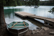 Bote En Lago De Canada