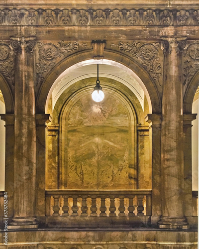 Impressive marble staircase or stairwell in historic public building with railin Fototapete