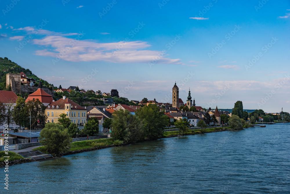 Fototapeta Blick auf Stein an der Donau