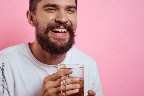 Bearded man with a mug of beer On a pink background fun emotions cropped view of Billede på lærred