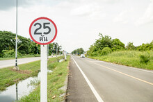 The Weight Limit Symbol Must Not Exceed 25 Tons