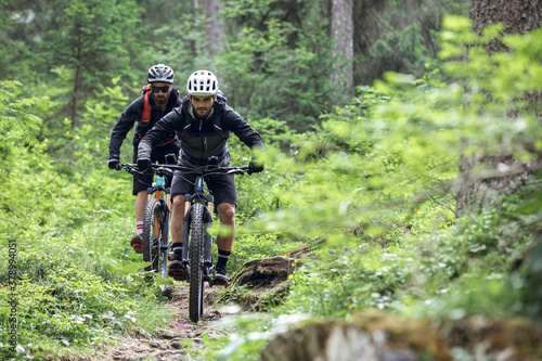 Fototapeta Cycling outdoor adventure in alpine forest at the lago di braies, Dolomites, Italy obraz