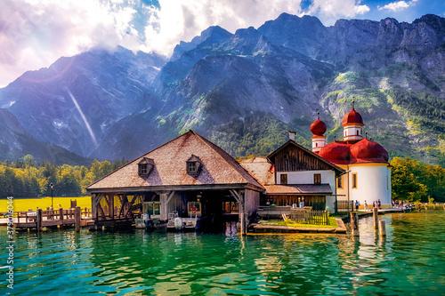 Fototapeta Sankt Bartholomä vor dem Watzmann am Königssee in den Berchtesgadener Alpen, Bayern, Deutschland obraz
