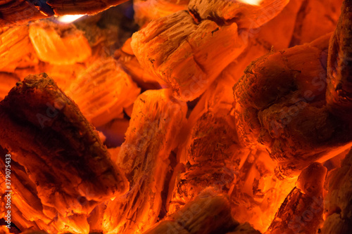 Photo Smoldering embers of fire