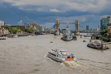 Panoramic Shot Of The Tower Bridge Southwark In The UK On A Cloudy Day Background