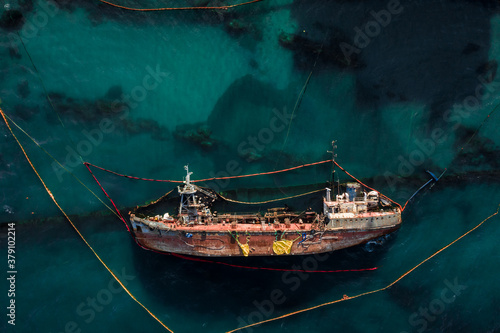 Photo Top view of an old tanker that ran aground and overturned