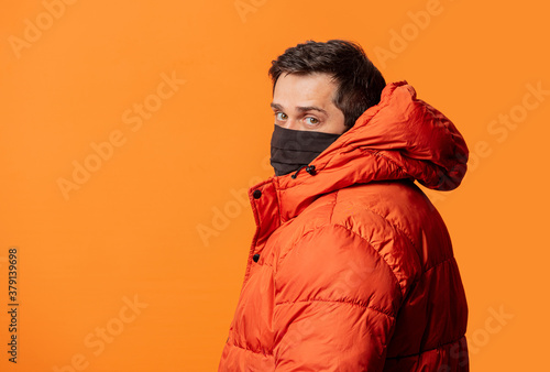 Cuadros en Lienzo guy in face mask and down jacket