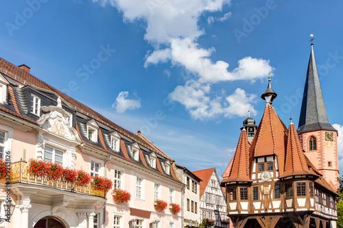 Obraz Historisches Altes Rathaus auf dem Marktplatz in Michelstadt im Odenwald, Hessen - fototapety do salonu
