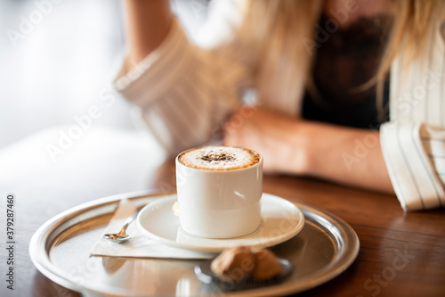 a woman drinking latte coffee in cafe Fototapet