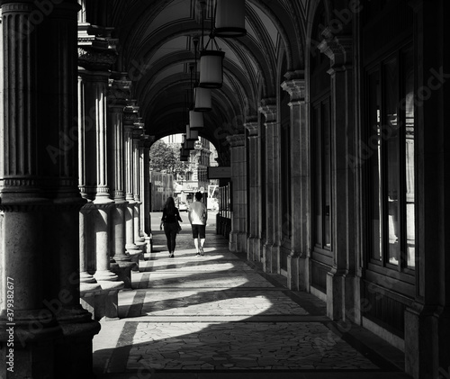 Canvas Print colonnade in the city