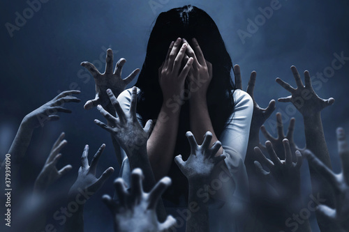 Canvas Print Scared woman on dark background