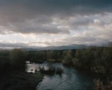 Paysage De Forêt Et De Rivière à La Frontière Entre Les Cévennes Et L'Ardèche Dans Le Sud De La France