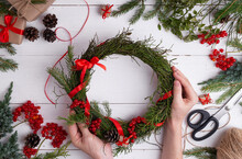 Tutorial: How To Make Easy Christmas Wreath At Home Of Blueberry Branches. Step By Step Photo Instruction. DIY Art Project. Step 5.