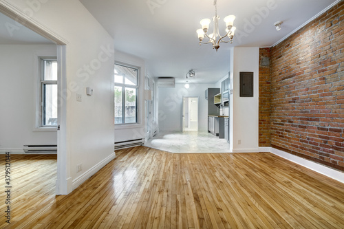Fotomural Real estate photography - Empty renovated apartment in Montreal