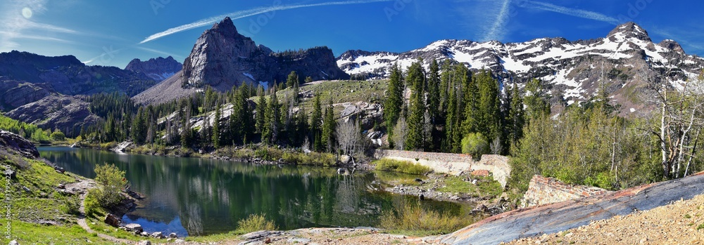 Fototapeta Lake Blanche Hiking Trail panorama views. Wasatch Front Rocky Mountains, Twin Peaks Wilderness,  Wasatch National Forest in Big Cottonwood Canyon in Salt Lake County Utah. United States.