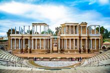 Teatro Romano De Merida, Con Escenario Y Columnas En Vista Frontal