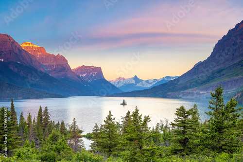 Fototapeta Sunrise over St Mary Lake in Glacier National Park, Montana obraz