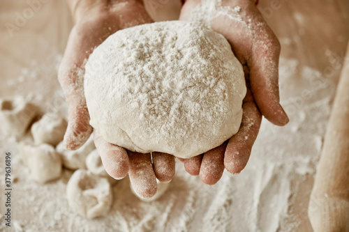 Valokuva hands kneading dough, baker, the Baker's hands, dough, hands in the flour, dumpl
