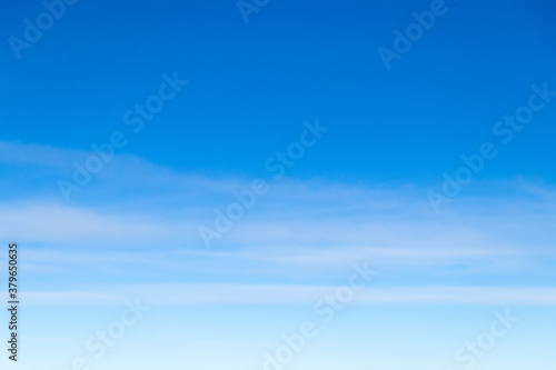 Fotografia Clear blue sky with white cloud background