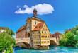 canvas print picture - Panoramablick über das alte Rathaus und die historische Altstadt von Bamberg in Bayern