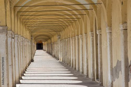 Fototapeta corridor in the town