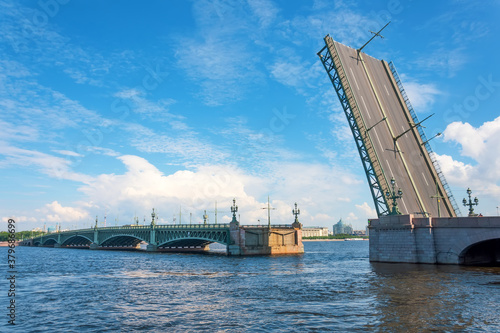 Leinwand Poster Divorced Troitsky bridge with a raised sash in the afternoon in St