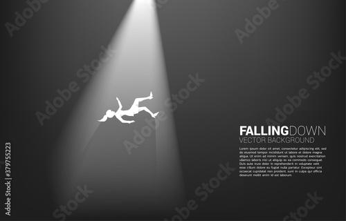 Fotografía silhouette of businesswoman falling down in the light