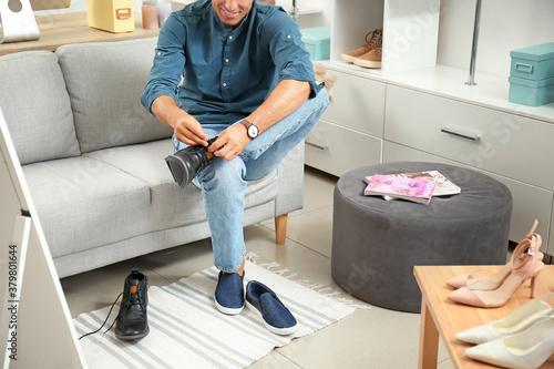 Fototapeta Man choosing new shoes in modern store obraz