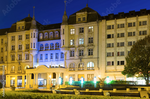 Stampa su Tela Night view of magnifical building of hotel in center of hungarian town Debrecen
