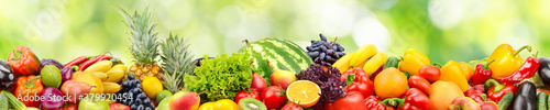 Fotografiet Seamless horizontal pattern fresh and juicy vegetables, fruits and berries