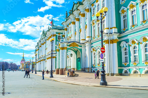 Photo The frontage of Winter Palace in Saint Petersburg, Russia