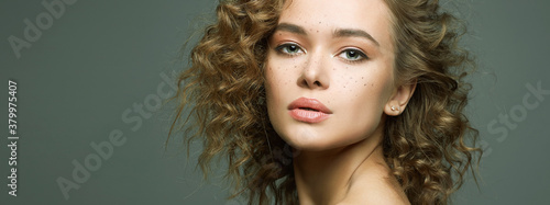 Canvas Print Beautiful freckles woman with curl hairstyle and make-up