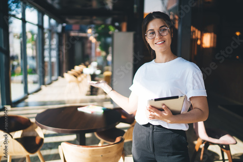 Half length portrait of smiling beautiful woman administrative assistant with mo Fototapet