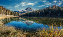 Wonderful Autumn View Of Lake ...