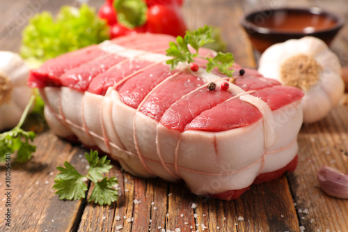 raw roast beef and ingredient Fotobehang