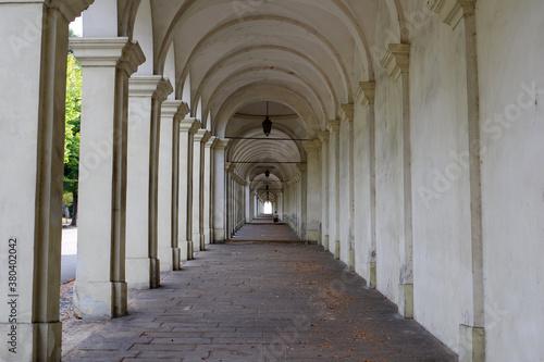 Fototapety, obrazy: Galerie de marbre vers l'église surplombant Vicence