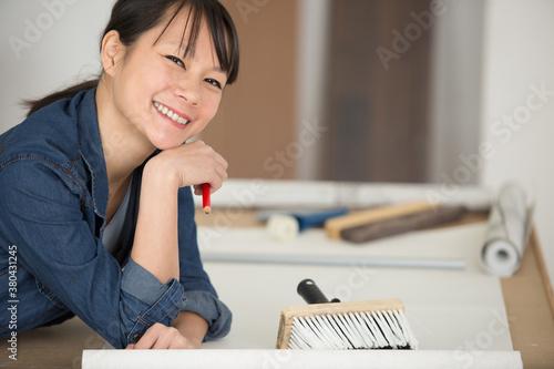 Fototapeta happy woman during refurbishment or renovation obraz