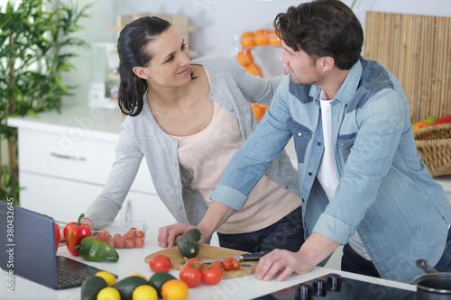 Fototapeta couple prepares a man in the kitchen obraz