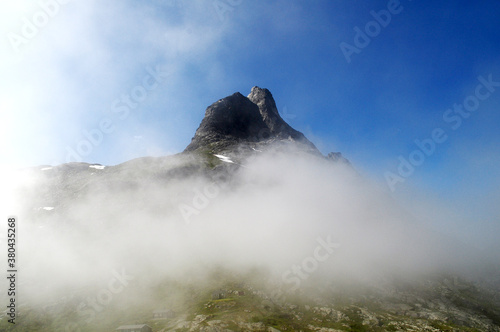 Cuadros en Lienzo High rocky mountains shrouded in clouds, Norway