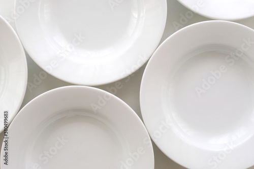 Fotografía White ceramic serving plates arranged side by side, flat lay, closeup top view