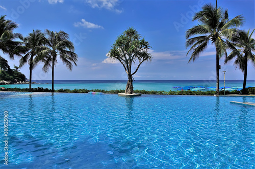 Papel de parede Pool with blue water