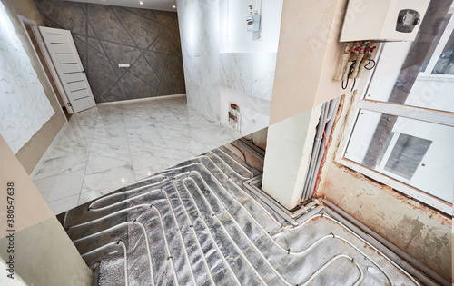 Fotomural Comparison of new renovated apartment with marble floor and old place with underfloor heating pipes