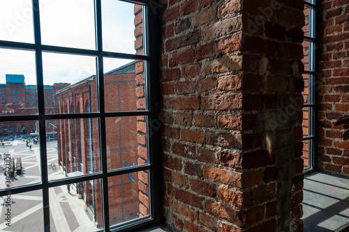 Łódź miasto manufaktura widok z okna cegła - 380623821