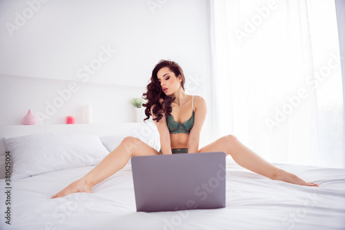 Fotografie, Obraz Portrait of her she nice fit attractive chic gorgeous stunning girl sitting on l