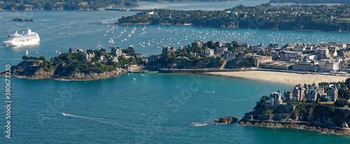 Photo Vue aérienne de Dinard, paquebot au loin