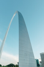 Vertical View Of The Gateway Arch In St. Louis