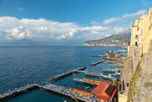 Sorrento, Italy. July 17th 2020. View On The Beaches Of Sorrento Seen From The Viewpoint Of Piazza Della Vittoria. In The Distance, The Gulf Of Naples And Mount Vesuvius.